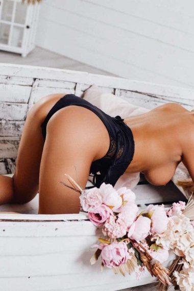 Ariana Escort