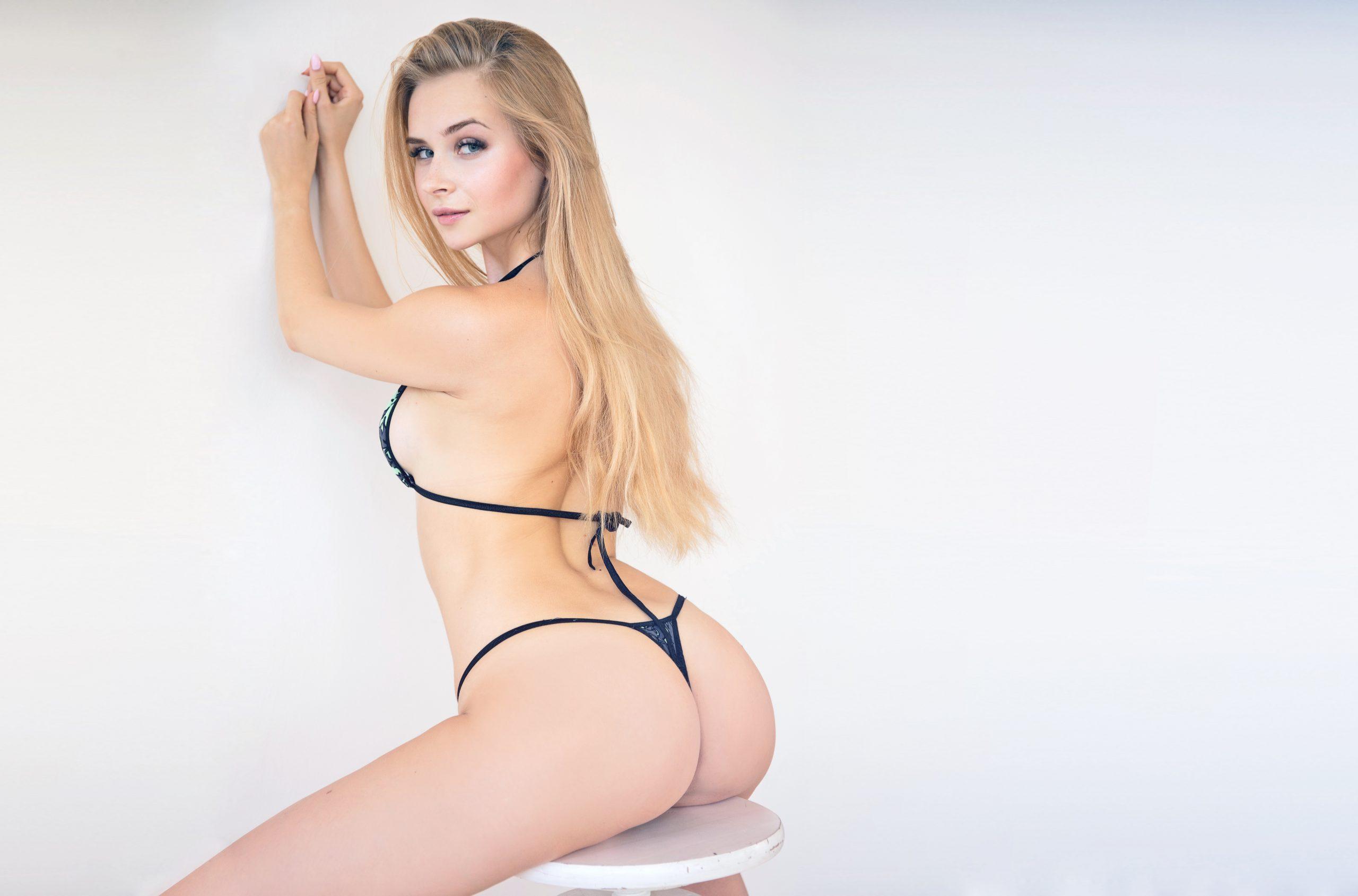 Claudia Escort